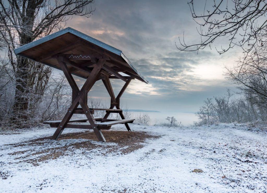 Rastplatz am Geiseltalsee im Winter