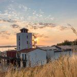 Hafenturm der Marina zum Sonnenaufgang