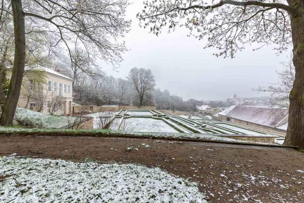Barockgarten mit neu errichteten Teehaus